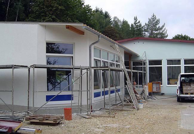 Leitwartengebäude während der Bauphase